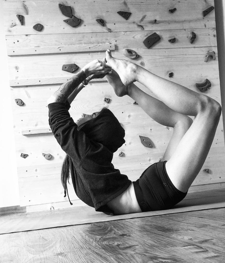 Purna Dhanurasana - Drishti Yoga School